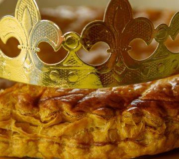 galette des rois etrennes à la pâte d'amande pour l 'épiphanie